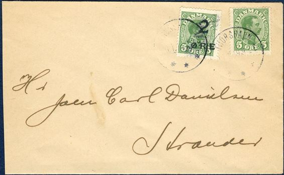 Envelope sent from Thorshavn 20 January 1919 to Strænder. A provisional 2/5 ØRE adhesive and 5 øre Christian X tied by CDS THORSHAVN 20.1.1919. The overprint appear almost as a triple overprint, where one of the two fingerprints is almost complete with visible and fine characterics of the fingerprint.