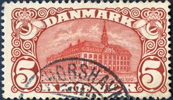 5 Kr. Central Post Office 1912 with watermark crown, Ist. printing. Large plate flaw with missing cornish pos. 8. By far the largest plate flaw of the newly discovered errors on the popular 5 kr. Central Post Office stamp. Cancelled in the Faroe Islands with Thorshavn swiss type cds.