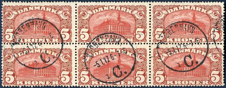 Block of six 5 Kr. Central Post Office 1912 with watermark crown, Ist. printing. Large plate flaw with missing cornish pos. 8 lower right stamp and by far the largest plate flaw of the newly discovered errors. Also plate flaw in pos. 6 with dot in the posthorn with small paper folds in the corner. Beautiful and rare block.